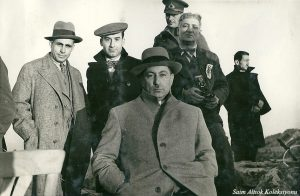 Önde Vali Şefik Soyer, arkasında sağda Bursa'lı Dr. Münir Halil Erem