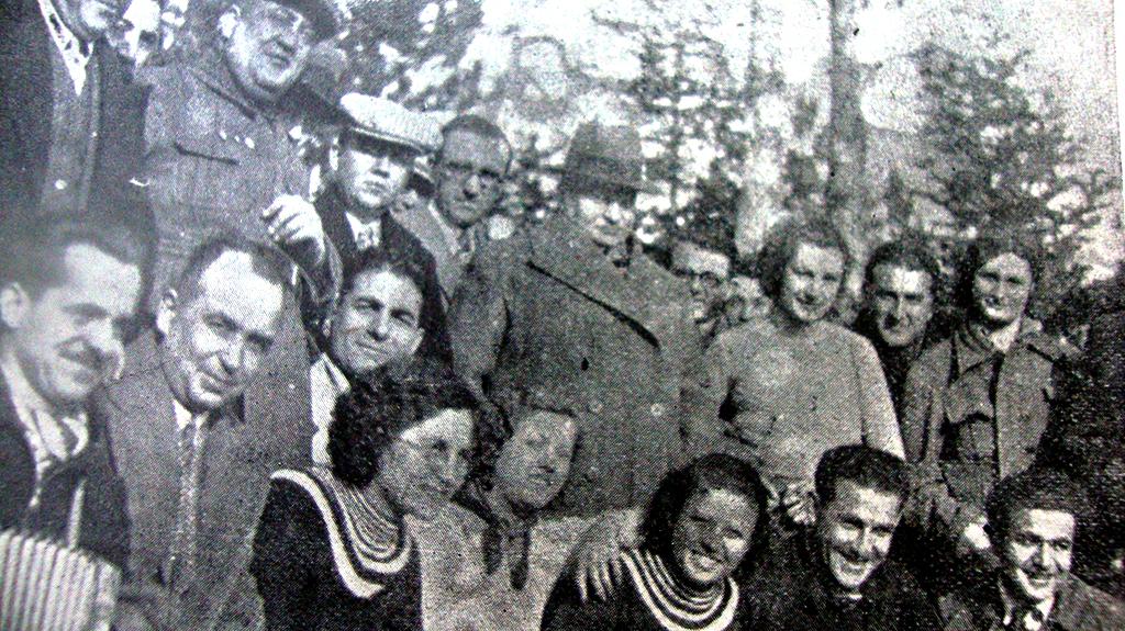 Ortada Vali Fatin Güvendiren, 2.sıra Sağ baştan Şahsine Altıok,Tayyar Akkeskin, H.Muzaffer Kalkan (Yedigün 1934)