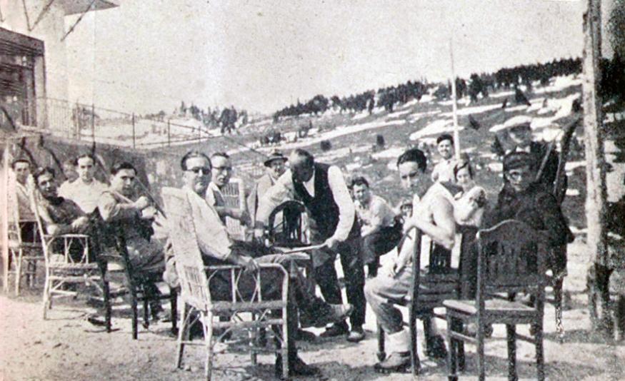 Önde soldan Tayyar Akkeskin yanında Saim Altıok