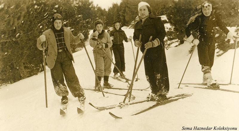 Sol başta Leman Domaniç, en arkada Saliha Akkeskin, sağdan birinci Saadet ...