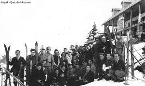 Oturanlardan sol başta Musa Ataş, arka sıra yedinci ve on üçüncü Şahsine ve Saim Altıok - 1935